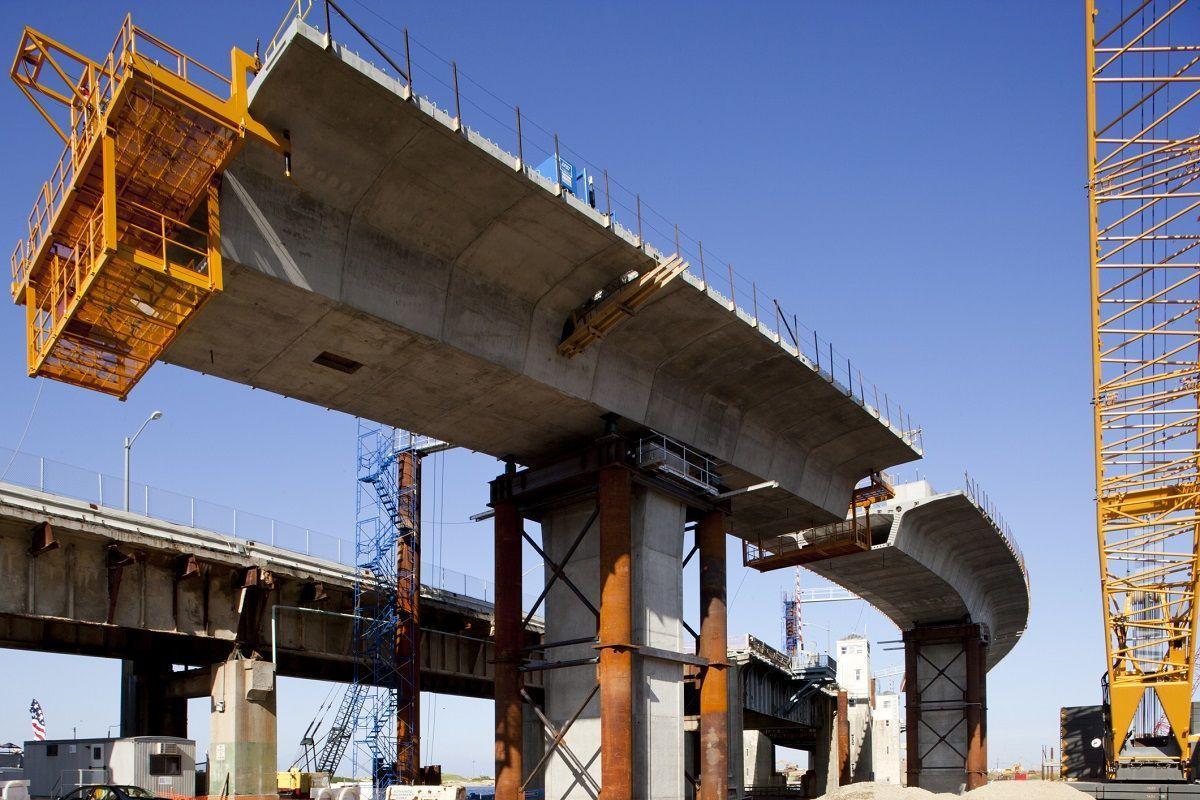 Beton przy wznoszeniu mostu